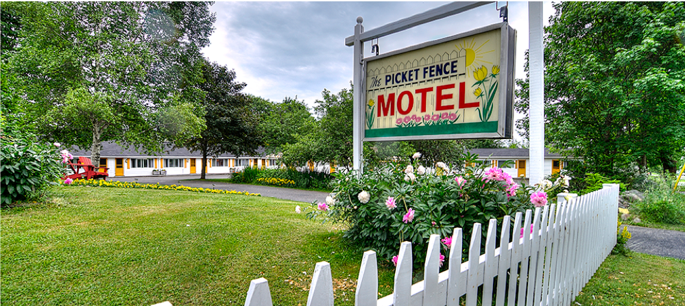 Picket Fence Motel - If you're looking for a comfortable and pleasant stay in St. Andrews, the Picket Fence Motel welcomes you with clean, air conditioned accommodations! Relax after a busy auction day in the centre apple grove under their shady umbrellas.506.529.8985102 Reed StSt. Andrews, NBE5B 1A1Canada