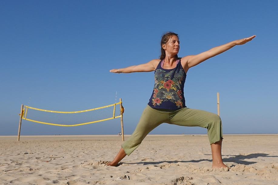 clases_yoga_mañana_playa_tarifa_mandalablue