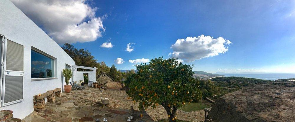 Vista sobre la Duna de Bolonia y el Estrecho de Gibraltar y Marruecos desde nuestro centro de Retiro.