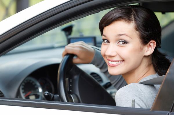 happy-young-girl-in-car_mam3k8.jpg