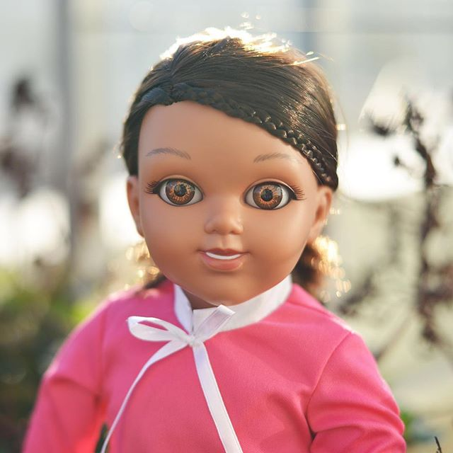 It's #BlackFriday tomorrow!! We have a special offer to share with you, click link in bio to be the first to know ☺️✨ - We've put all our love and care into crafting our #SalamSisters dolls. From unique doll faces originally hand-crafted by artisans in #Spain, to an #AugmentedReality app, to specifically designed #undercap and 2 #headscarves - for endless hours of inspired play, and lots of reasons to dream big ⚡️👩🏽‍⚕️👩🏻‍🎨👩🏾‍🔬🧕🏼👩🏼‍🎓👩🏾‍🚀 - Black Friday specials only apply for #US store x