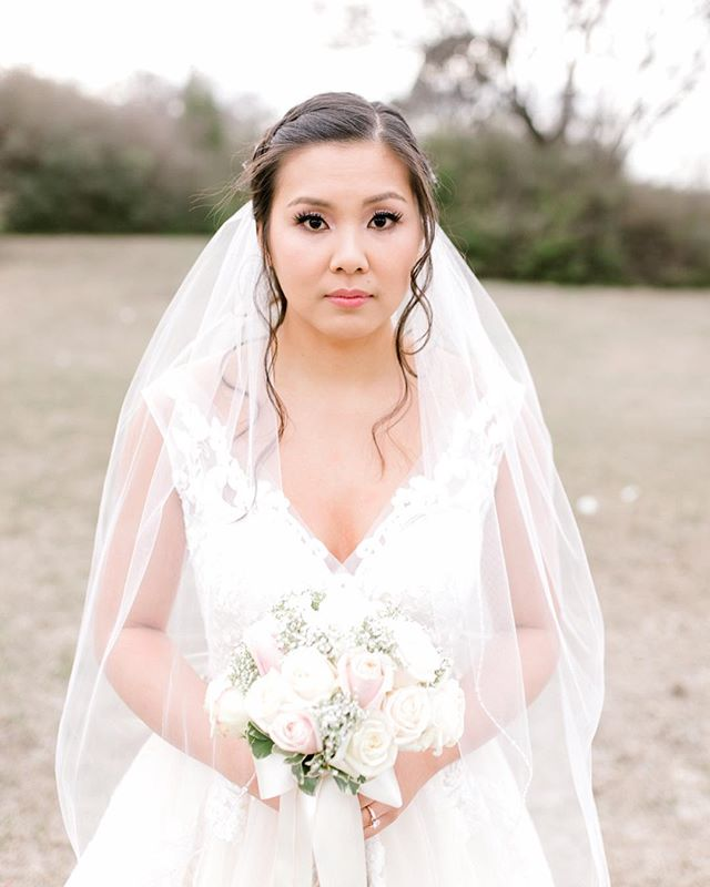 This pretty lady got married yesterday, I can finally share her bridal portraits! She is so beautiful inside and out. I hope that you have the best forever with your new husband. 👰🏻