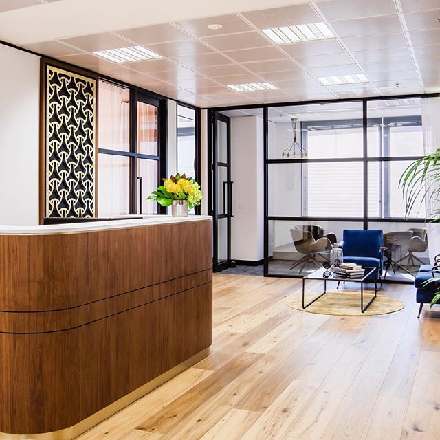 The warm colour palette and curved elements of First Samuel's new office fitout evoke a sense of calm in this busy workplace.  Such a fun project with a great client.  #Interiordesign #officefitout #designbyjmc #officedesign #receptiondesk #designbyjmcrojects @broadhurstphoto