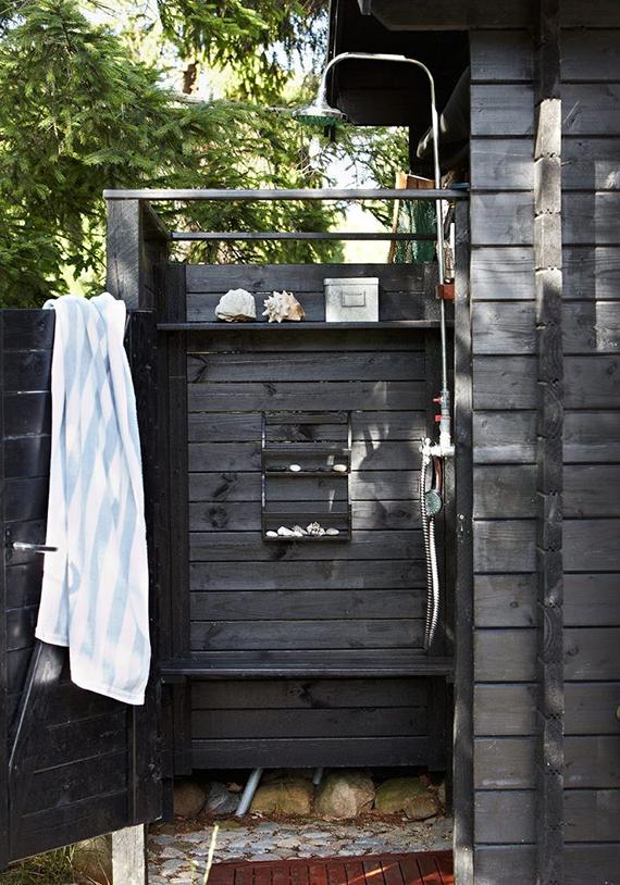 10-and-co-bathroom-love-outdoor-shower-skona-hem.jpg