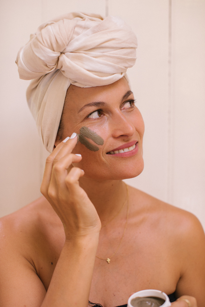 'Mudding' ... how to mud mask like a pro any day of the week. -