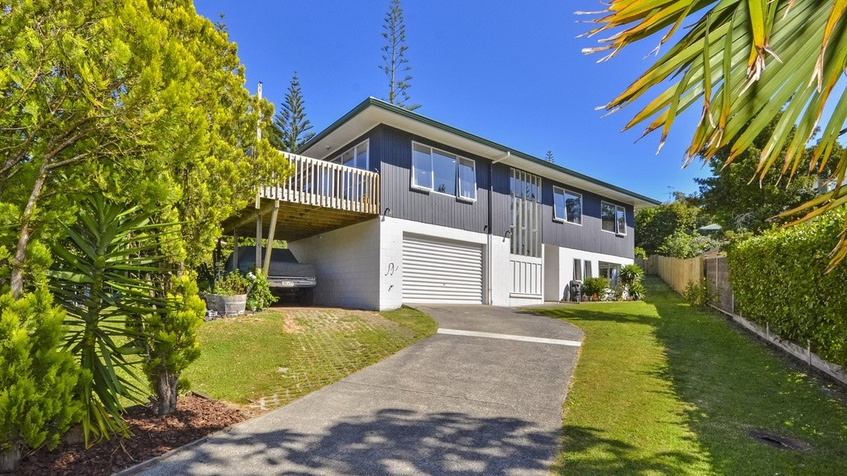 38 Awaruku Road, Torbay.