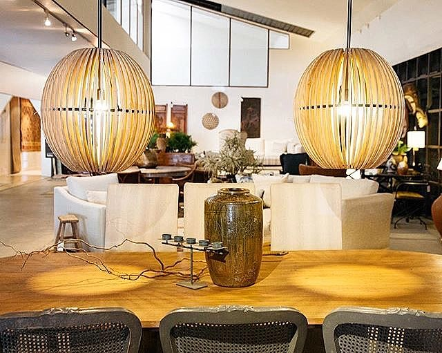 Statement lighting and custom timber dining tables 🙌🏼 Visit the @laverandah team to chat about designing the perfect pieces for your home ✨ . . . . . #lights #pendantlights #timber #diningtable #coffeetable #furniture #natural #rustic #antique #spring #styling #homedecor #style #design #home #homestyle #homeinspo #brisbanemums #vintage #milton #brisbane #brisbanebusiness #brisbanestyle #brisbanedesign #brisbaneanyday #events #brisbanevenue #sunshinestate #queensland