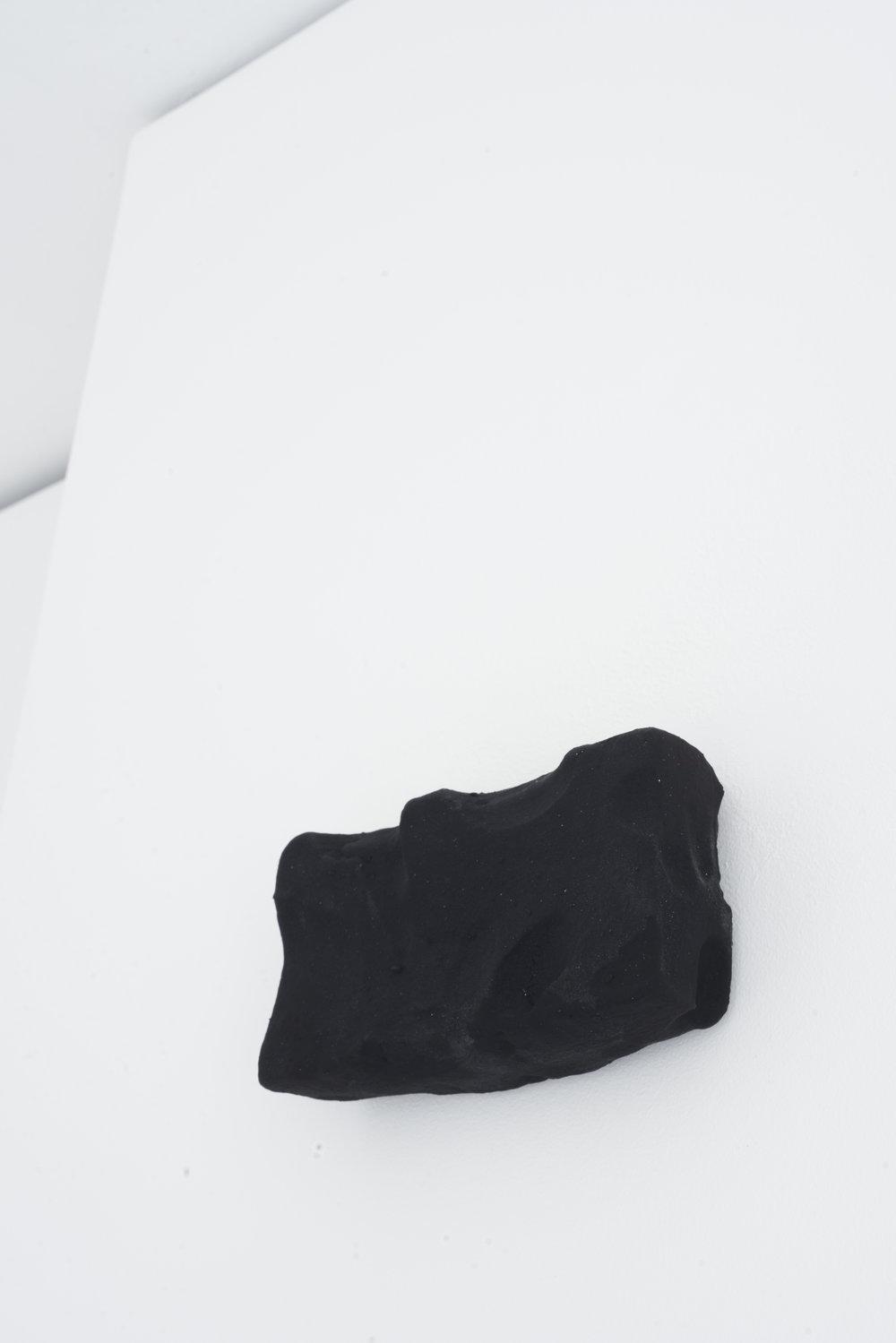Hold, 2017  Jesmonite, Pigment  18 x 10 x 5 cm