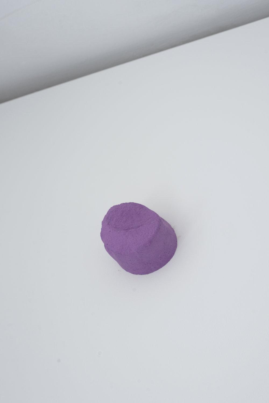 Grab, 2017  Jesmonite, Pigment  8 x 8 x 6 cm