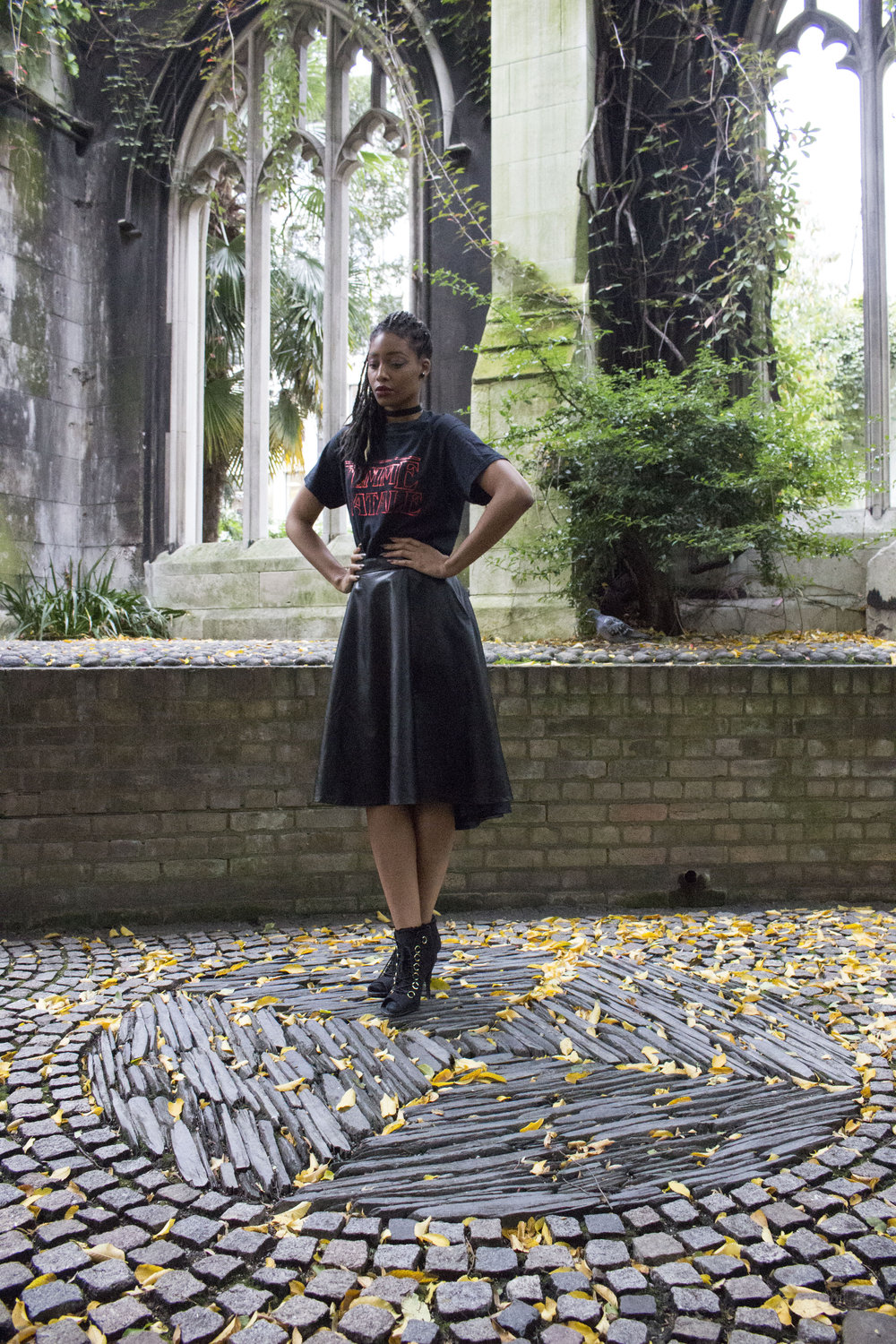 Black femme fatale t shirt black skirt black boots black choker for Autumn Winter 13.jpg