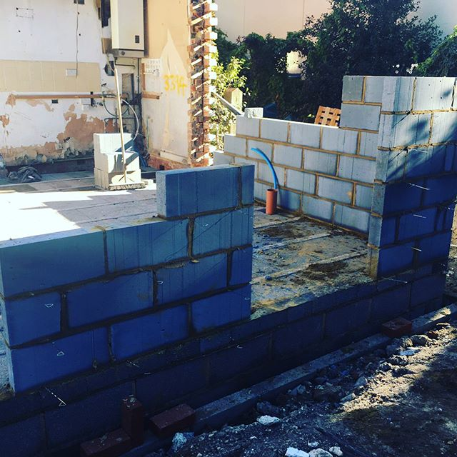 Two storey extension block work beginning to@progress and shape of extension can now be clearly seen. A very enjoyable project and customer extremely happy! 🙌👌👍 #extensions #qualityworkmanship #brickwork #blockwork #buildingproject #builders #builder #construction #twostoreyextension #carpentry #bricklayers #footings #foundations #happyclients #camberley