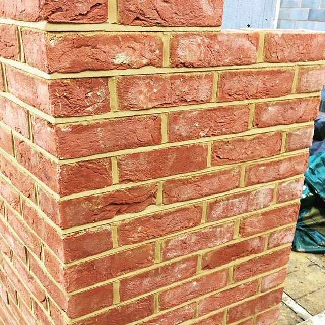 Love a Friday progress on our new build project. Brickwork beginning to take shape. 🙌#brickwork #blockwork #newbuild #2bedroomhouse #qualityworkmanship #guildford #bricklayers #bricklaying #bricklayinglife #construction #buildingproject #builder #builders #fridayfeeling😎