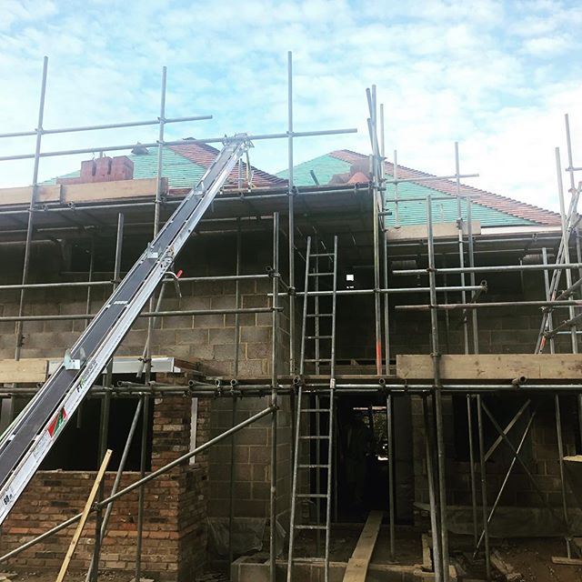 Complete renovation from bungalow to 6 bedroom family home progressing well. The roof is now being tiled and internal works beginning soon! #familyhome #builder #builders #construction #roofing #roofers #rooferslife #renovations #project #buildingproject #progression #happycustomer😊 #ashvale #surreybuilders #surrey #happyclients