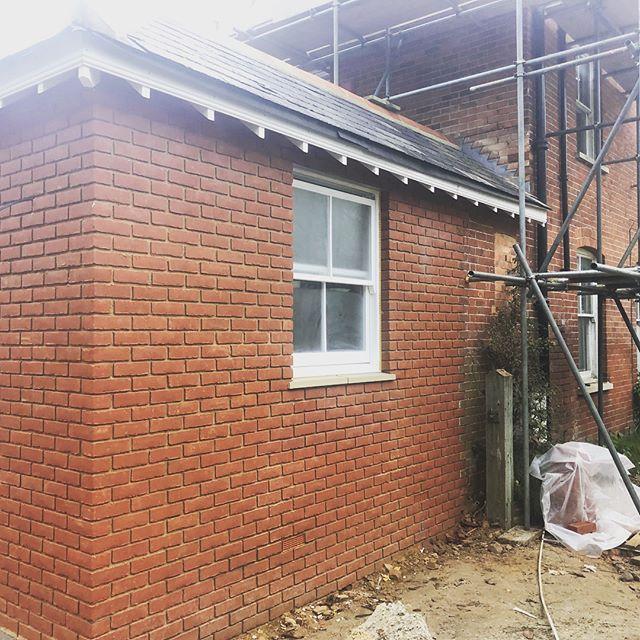 Windows going in, extension progressing towards completion. #singlestoreyextension #surrey #builders #builder #roofers #windows #sashwindows #brickwork #blockwork #bricklayers #bricklaying #happyclients #happycustomer😊 #camberley