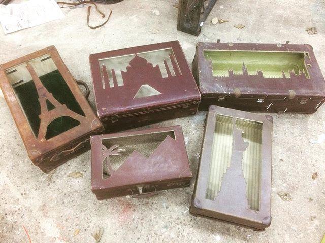 Well traveled suitcases! #tinshedscenery #tinshedcnc #cncrouter #suitcase #eifeltower #tajmahal #statueofliberty #housesofparlament #pyramids #stuffandnonsense #vintagesuitcase