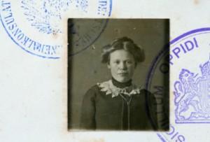 1915 Girl