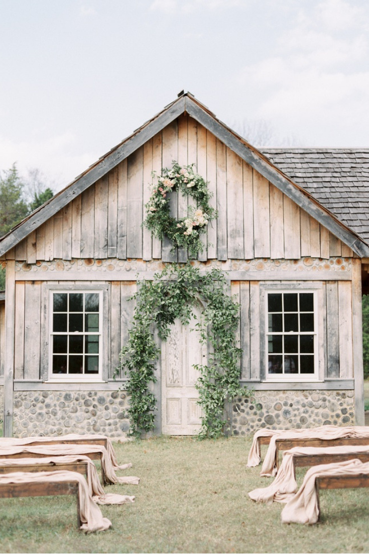 Romantic outdoor wedding at Historic Cedarwood in Nashville, Tennessee. Photo by Lauren Fair Photography.
