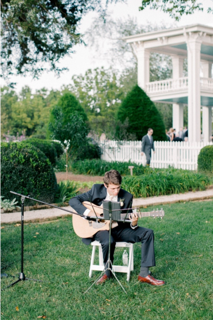 Outdoor wedding at Carnton Plantation in Franklin, Tennessee. Photo by Kylie Bricker Photography.