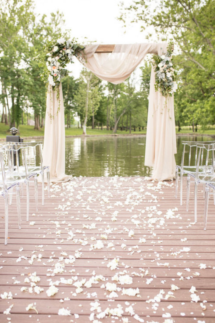 Gorgeous lakeside wedding in Nashville, Tennessee at The Estate at Cherokee Dock. Photo by Jon Reindl Photography.