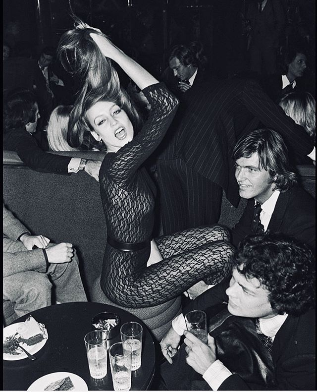 Shmooood. 🥂Feeling the weekend already. Join us for Happy Hour starting at 5p! #westsidevibes #70sbabes #90shiphop #craftcocktails #instadrink #bartender #craftcocktails #craftspirits #cocktailporn #cocktailtime #happyhour #thirstythursday #chillvibes #jerryhall #freddysmallsbar