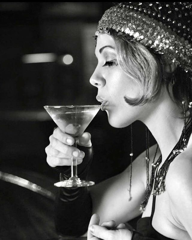 """""""The problem with the world is that everyone is a few drinks behind."""" -Humphrey Bogart #thirstythursday #martini #classicdrinks #throwbacks #instadrink #bartender #craftcocktails #craftspirits #cocktailtime #happyhour #imbibe #imbibegram #drinkoftheday #latenighthappyhour #booze #freddysmalls"""