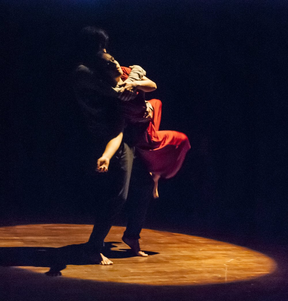 Lucia Sanchez_dance company OMOSUNO.jpg