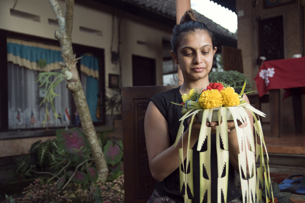 These offerings are scattered all over the city and could be as simple as a small and fragrant palm leaf holder to an elaborate statue guarding a house.