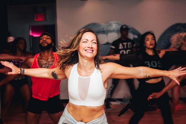 305 Fitness Instructor Kelly Choreo