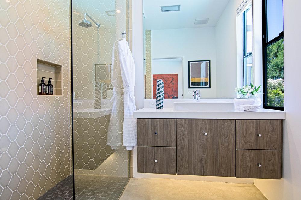 Pool-Side-Palm-Springs-Master-Bathroom.jpg