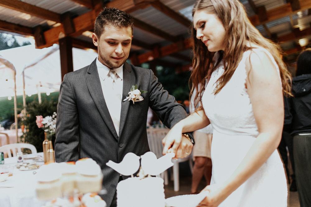 ramirez wedding portland oregon hornings hideout rain moody trendy cake cutting