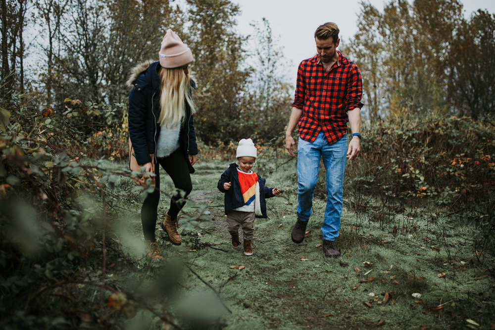 family session vancouver wa rain adventure pacific northwest family of three hat trees flannel child toddler