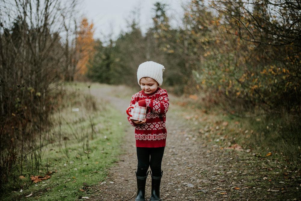boy christmas holiday mug portland outdoors family photographer winter
