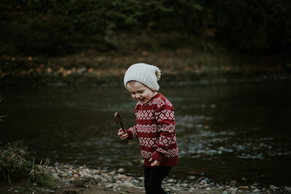 boy christmas holiday portland outdoors family photographer winter water