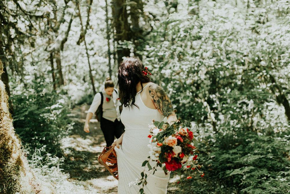 Portland wedding photographer, portland photographer, latourell falls, elopement, wedding, queer, LGBTQ wedding photographer, portland engagement ©Jamie Carle Photography | www.jamiecarle.com