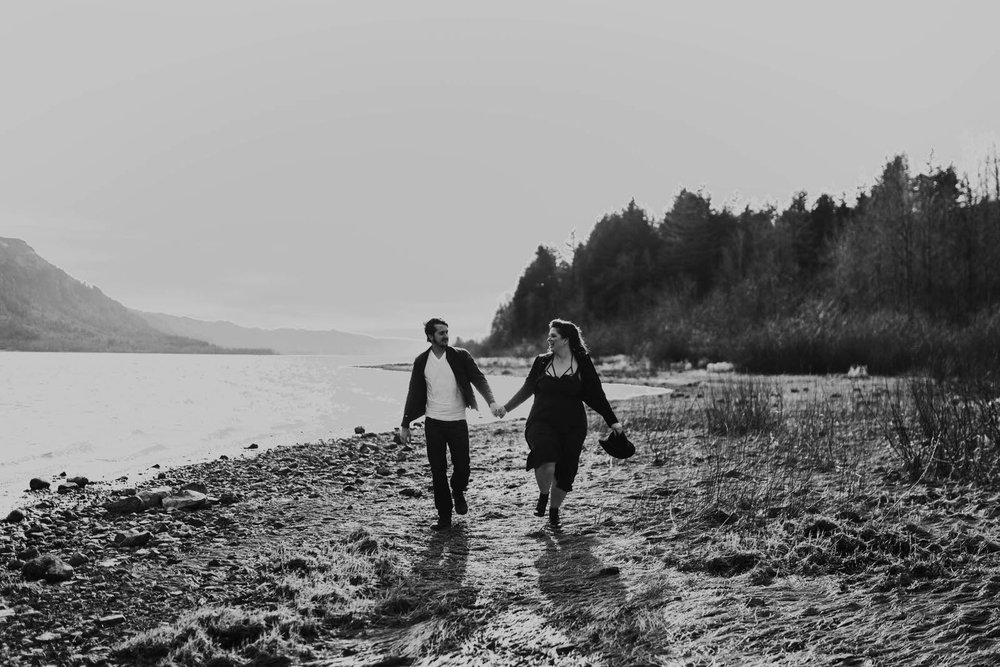 cascade locks stevenson romantic mountains couples session columbia river gorge feminist queer wedding couples photographer jamie carle lgbtq portland oregon