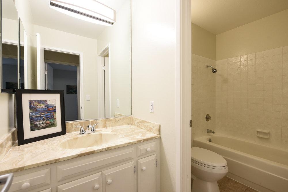 005_Hallway Bathroom.jpg