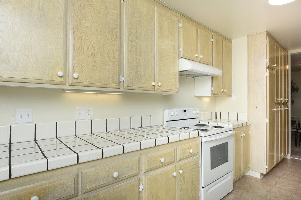 002_Kitchen .jpg