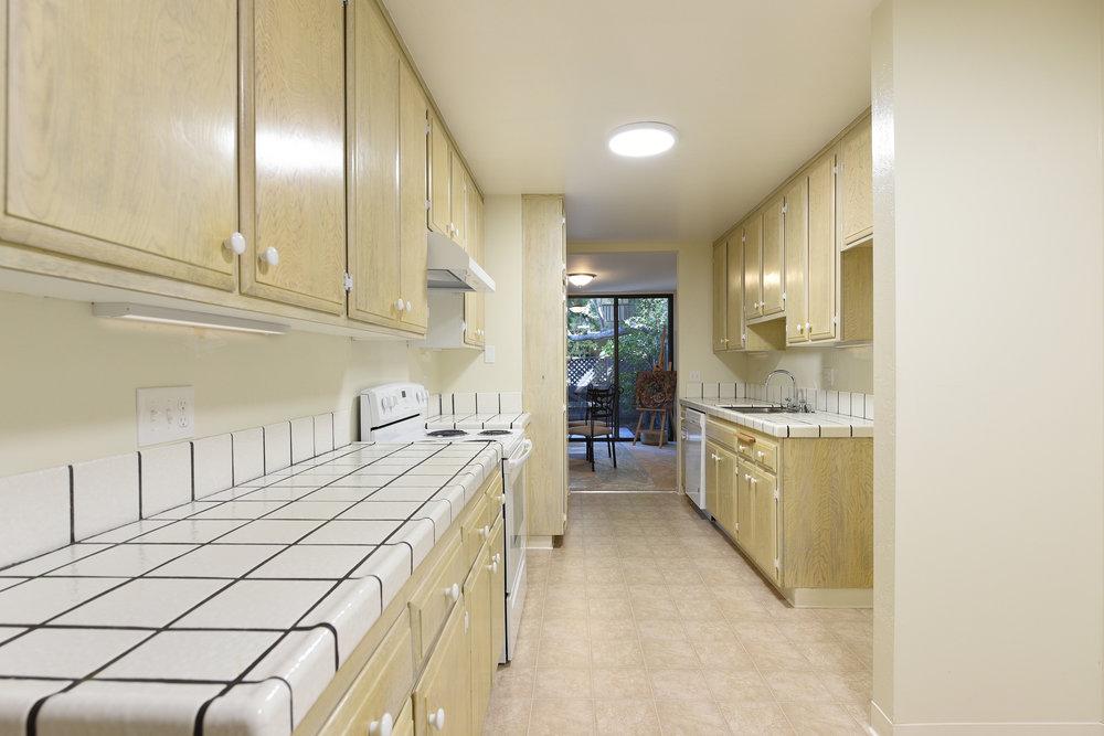 003_Kitchen .jpg