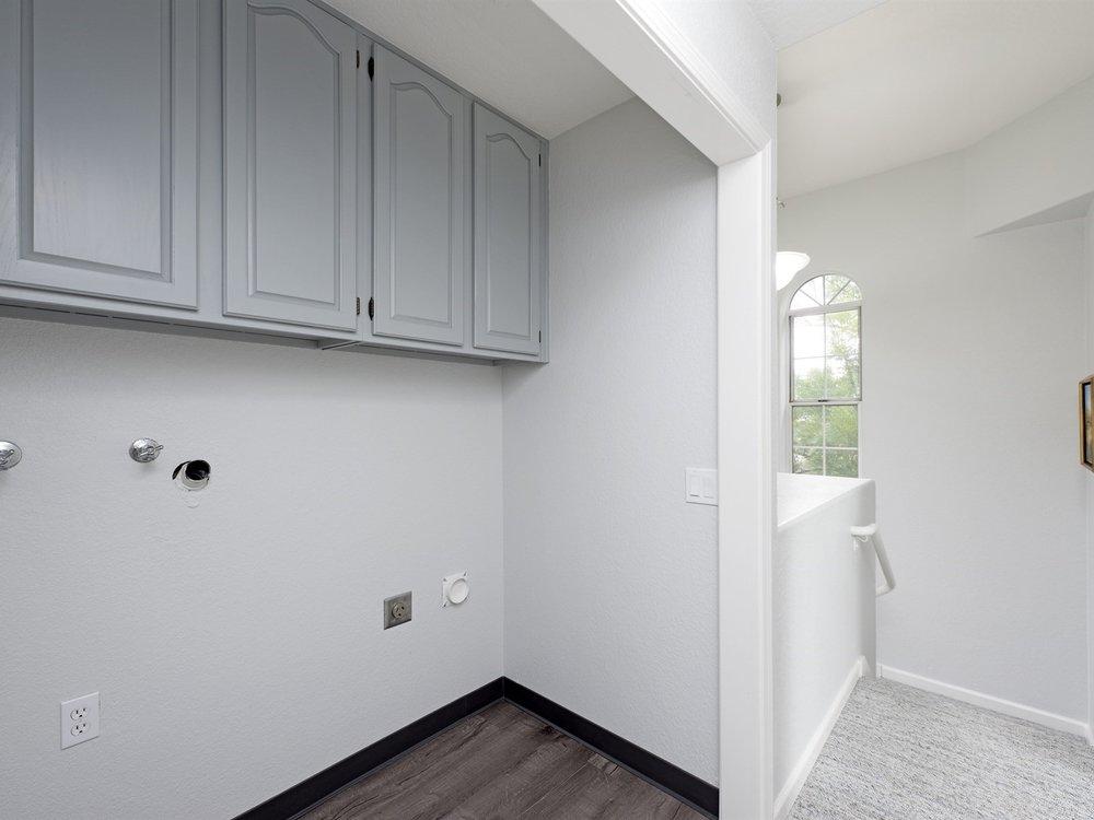 008_Hallway Laundry Closet.jpg