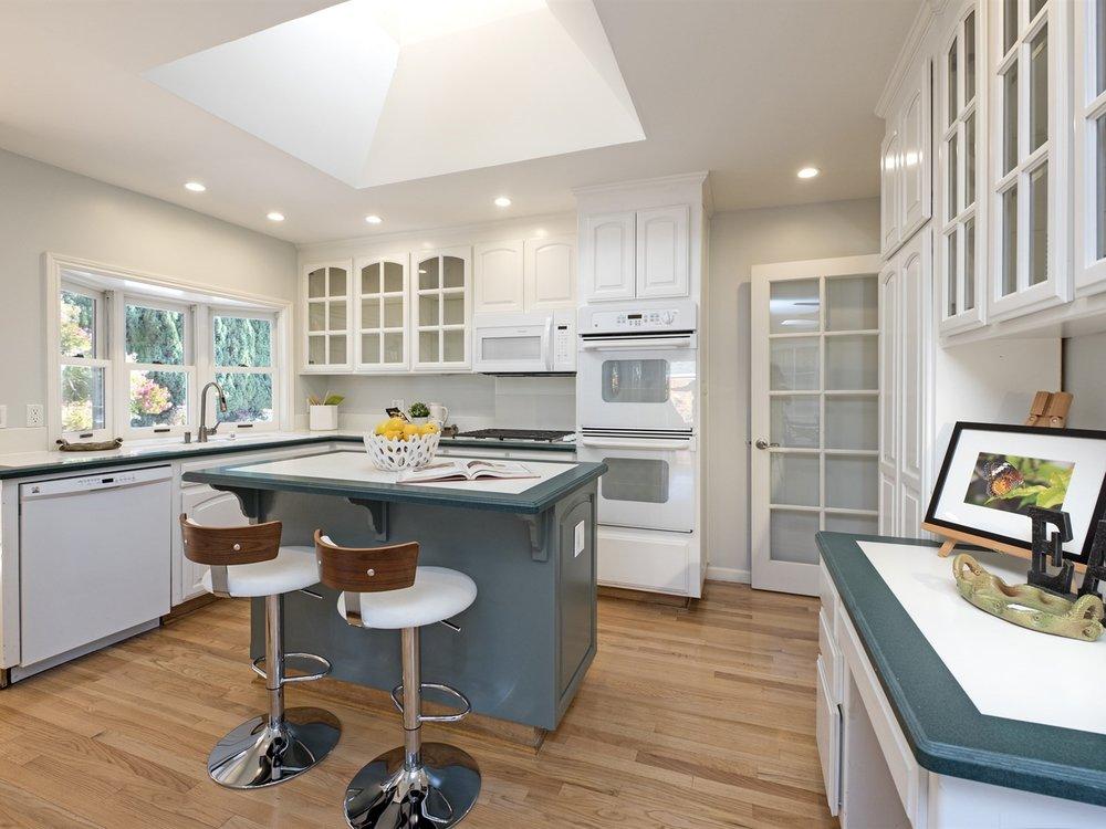 006_Kitchen .jpg