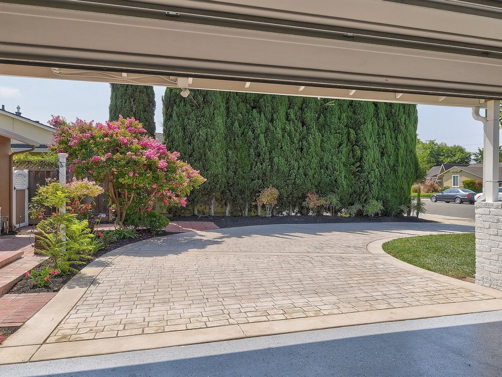030_Expoxy Flooring - Paved Driveway.jpg