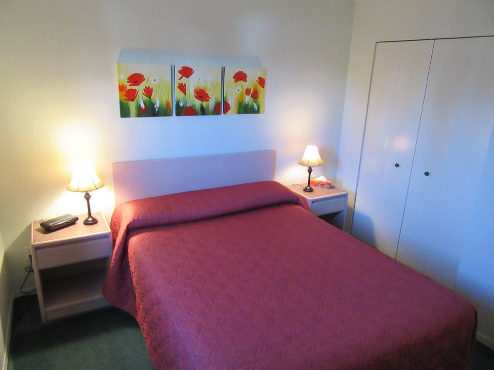004 Bedroom.JPG