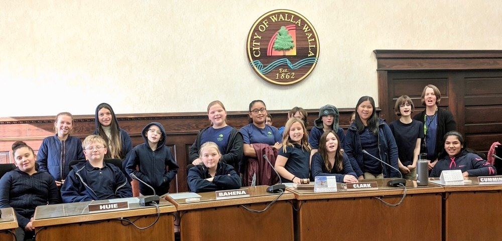 Willow Scholars visit city council chambers for a discussion about student government.
