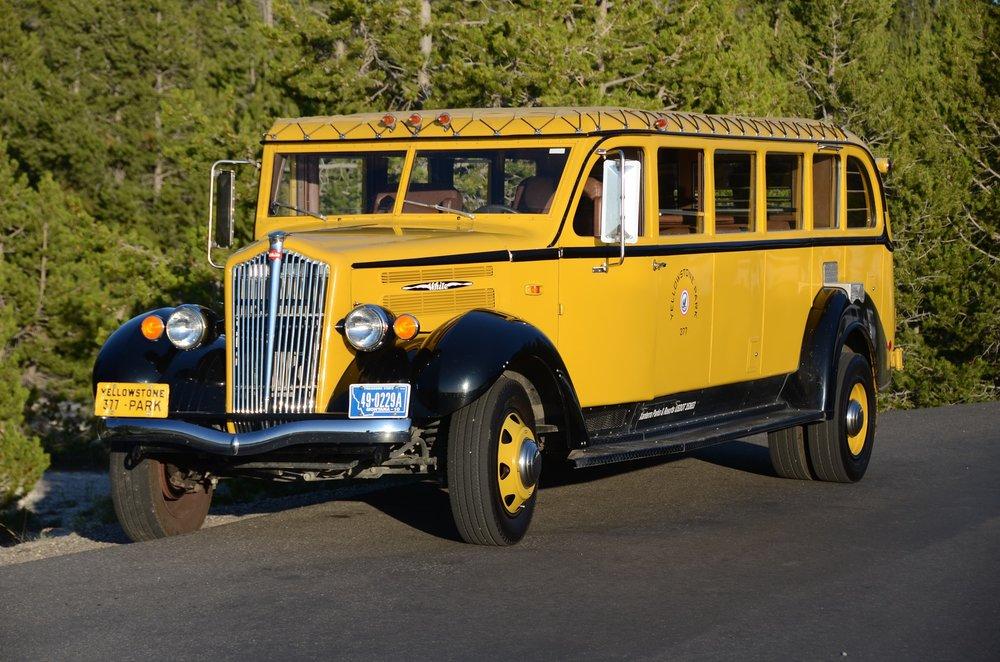 yellowstone-national-park-tour-bus