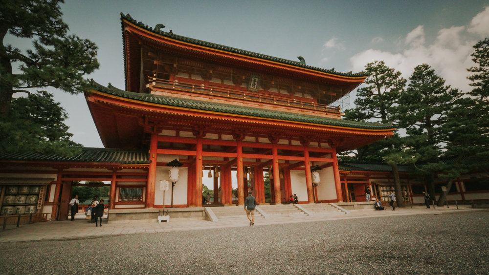 best-shrines-to-see-in-kyoto-heian-shrine-polywander