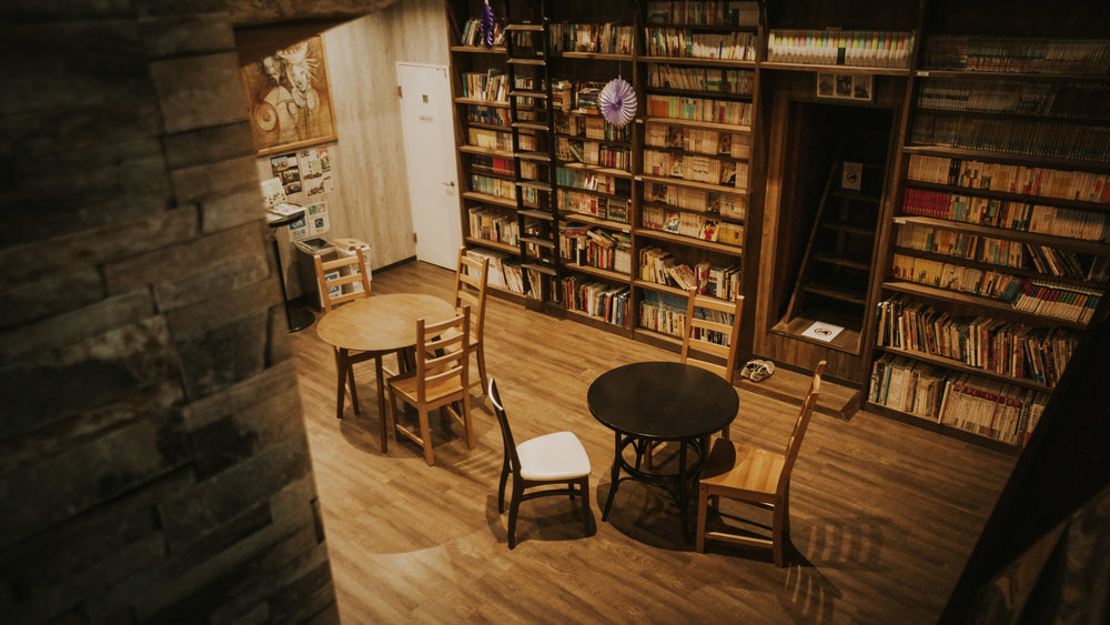 Library and lounge of Hostel Wasabi.