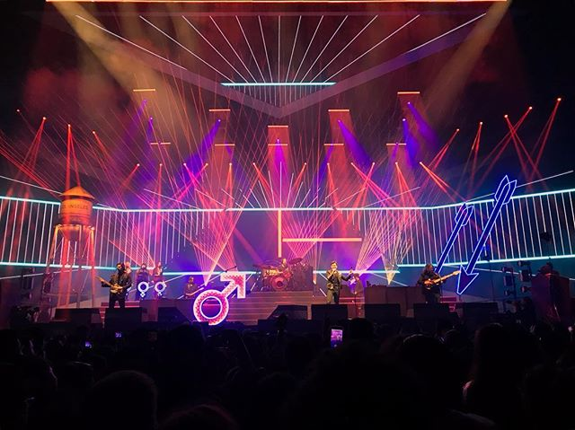 Now what's what I call lighting design. The Killers⚡️, Staples Center, February 2nd. #lightingdesign #lightdesign #light #scrim #graphics #graphicdesign #graphic #graphicdesigner #projections #projection #projectiondesign #aesthetic #webdesign #webdesigner #designer #design #concert #thekillers #theman #wonderfulwonderful #wonderfulwonderfultour #concerts #staplescenter