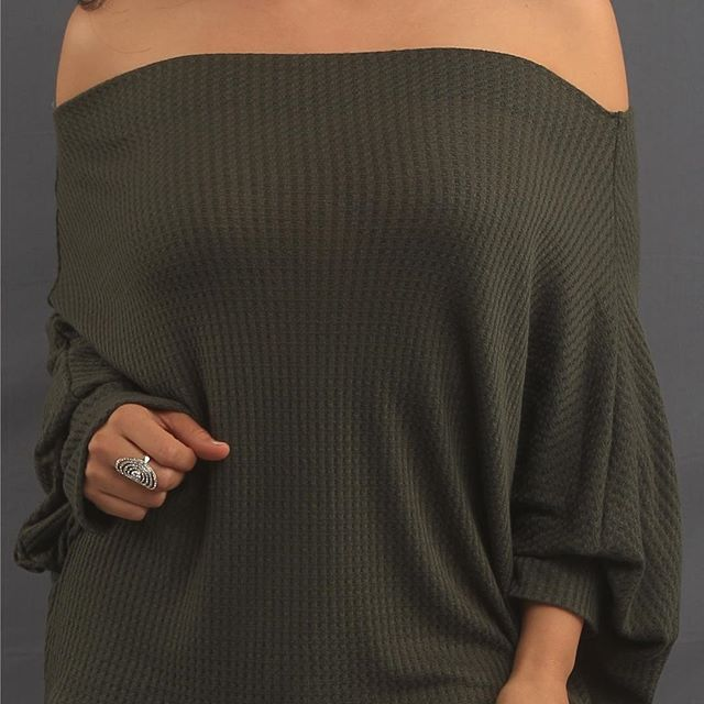 In our Vivian off the shoulder $13.99 available also in brick color 😍#forevercatalina #sipandshop#offtheshouldersweater #breastcancerawareness#uptownwhittier#whittier
