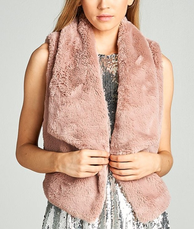 Fur vest everything in the entire store 65% off #benifitforacause#brestcancerawareness#uptownwhittier#fashionfriday#sipandshop#pinkpower#events#party#blackfriday2017#weloveabfxsantafesprings#forevercatalina#partydresses