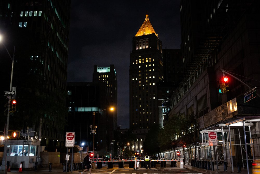 A view of 26 Federal Plaza in New York, at left, down Duane Street.Photo: Ariel Zambelich/The Intercept